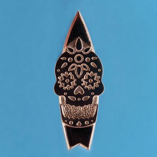 Серебряный значок SurfScull для серферов
