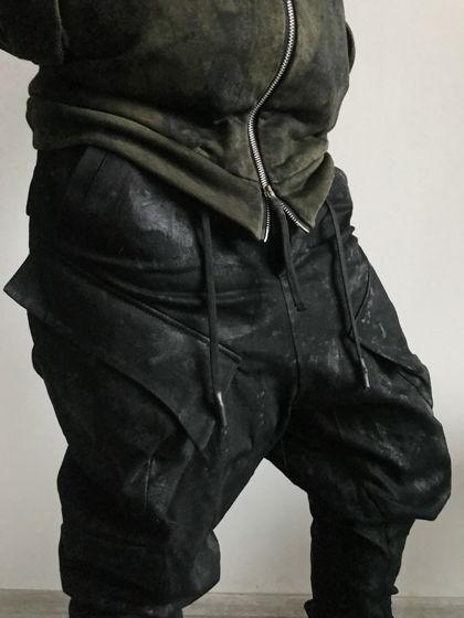 """брюки """"комбат"""" j-shaped кроя масляного вощения с эффектом винилового покрытия"""