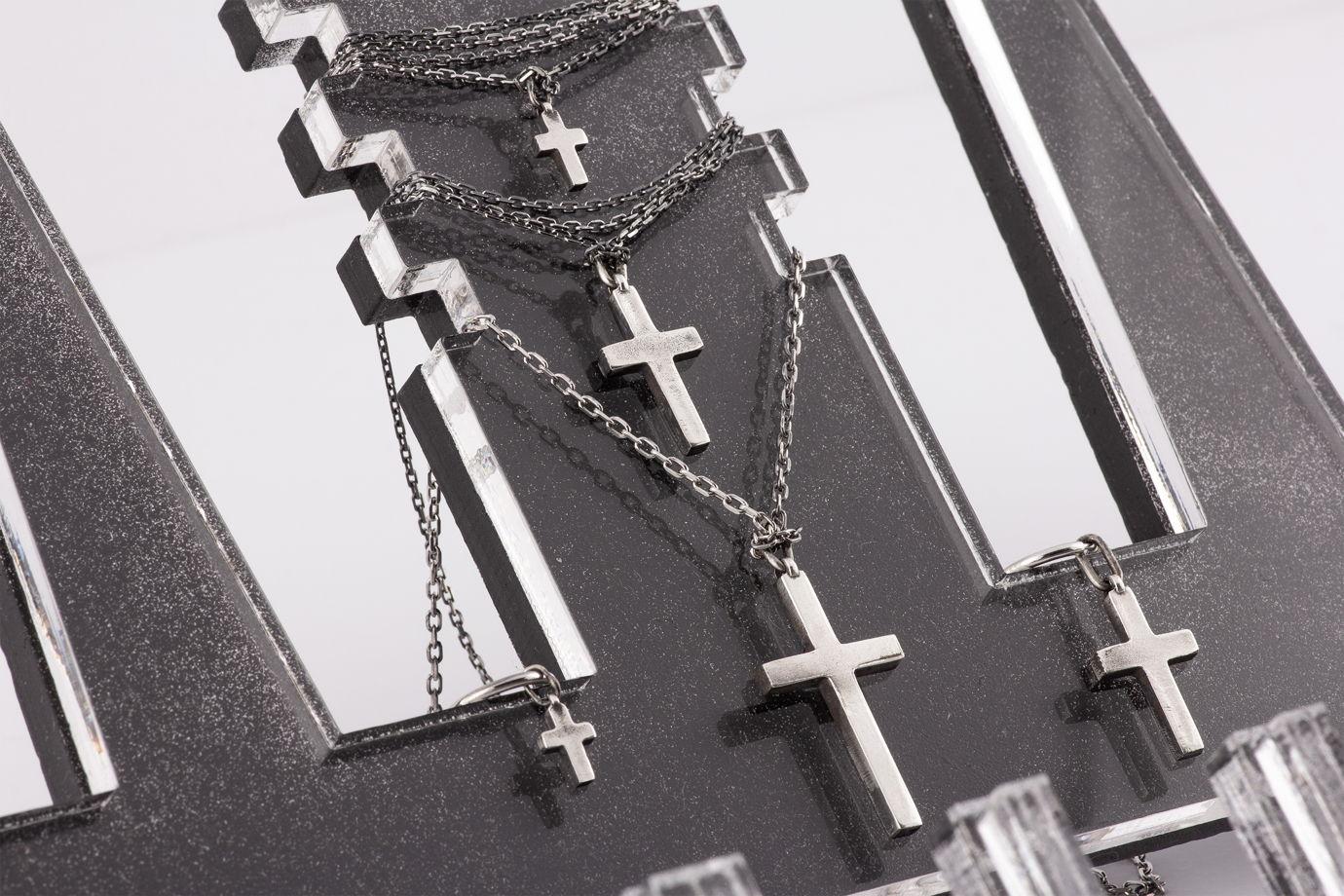 Средняя серебряная серьга-крест