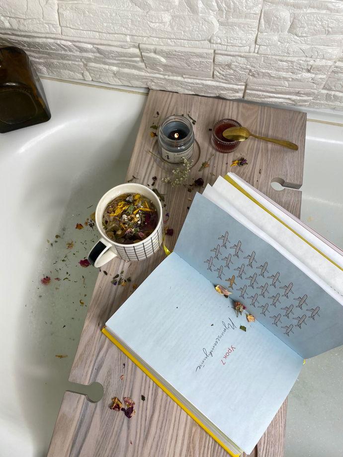 Полка для ванной светлая из дерева