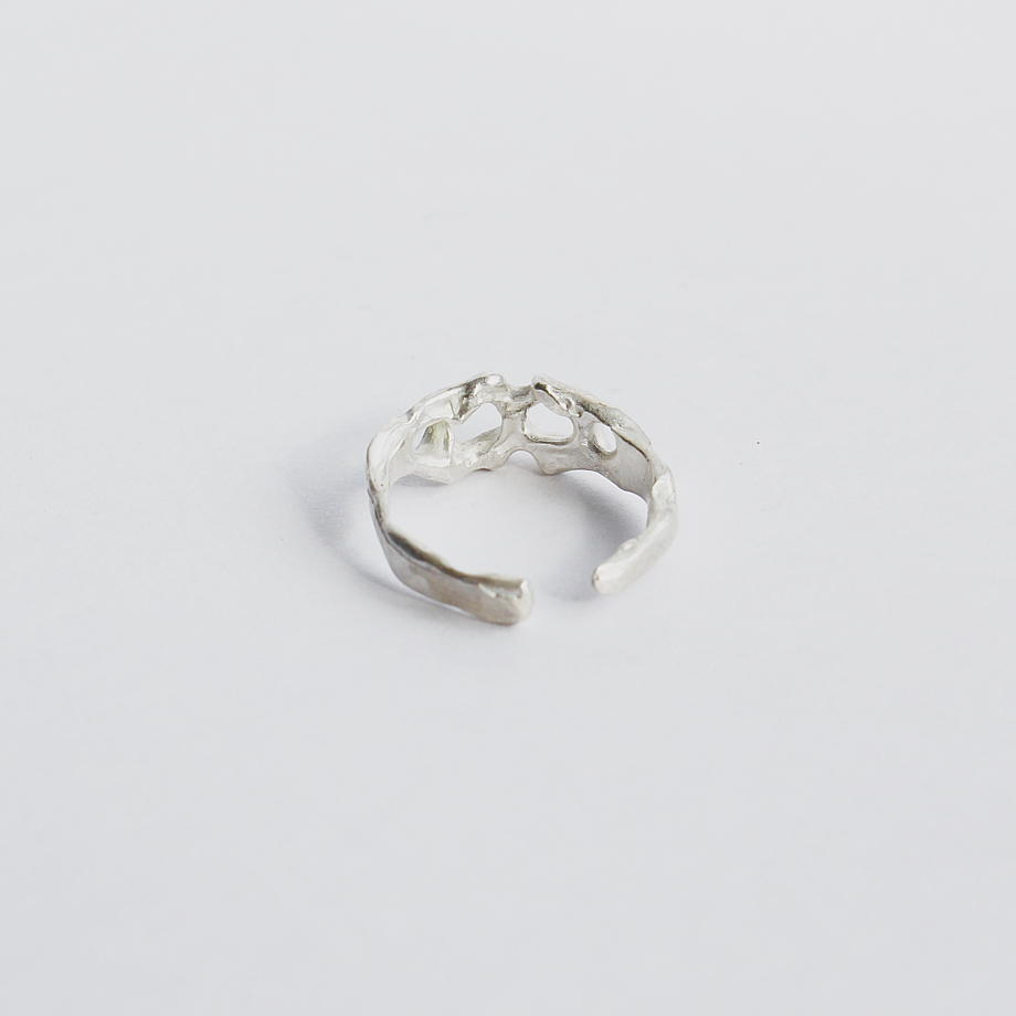 Кольцо из серебра тонкое