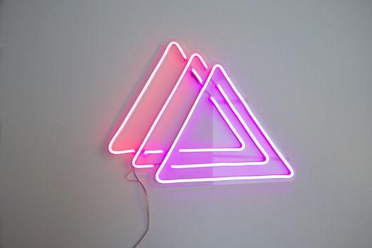 """Вывеска из гибкого неона """"Треугольники"""""""