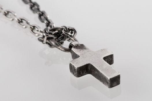 Малый серебряный крест на цепи