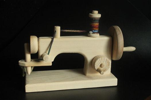 Деревянная швейная машинка