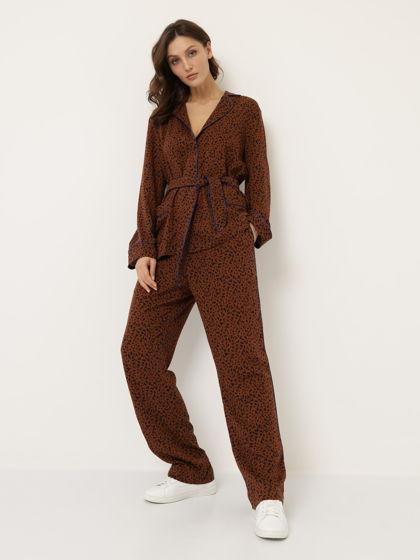 Костюм в пижамном стиле коричневый