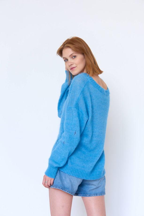 Мятно-голубой свитер оверсайз в дырах