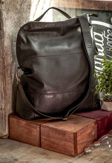 Сумка-рюкзак  больших размеров.