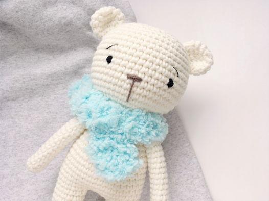 Белый медвежонок. Вязаная игрушка