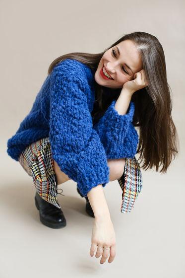 Ярко-синий женский свитер ручной вязки из шерсти перуанских альпака и мериноса