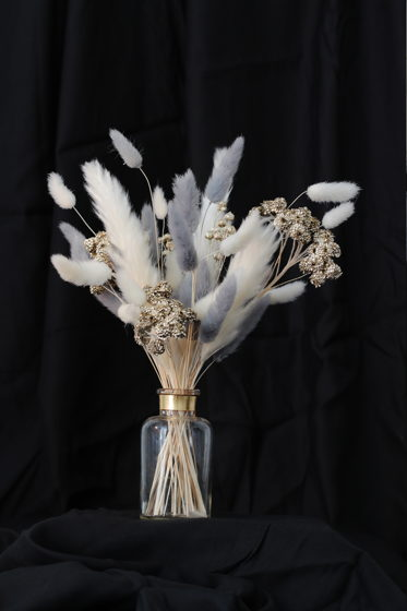 Золоченая вазочка с серебристым букетом сухоцветов Bloom 101