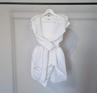 """Жилет """"Angle""""на кнопках с капюшоном и карманами в минималистичном стиле, белый"""