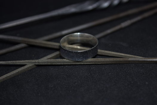 Широкое серебряное кольцо вертикальной фактуры, размер по запросу