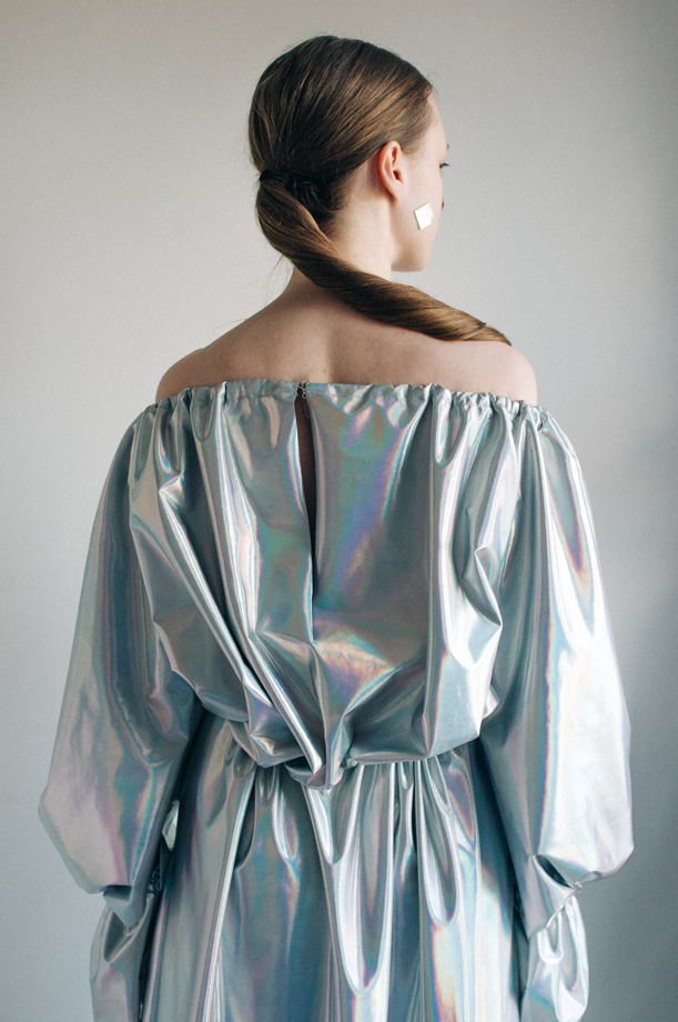 Голографическое платье на кулисках