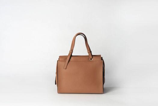 Женская кожаная сумка на подкладке и молнии