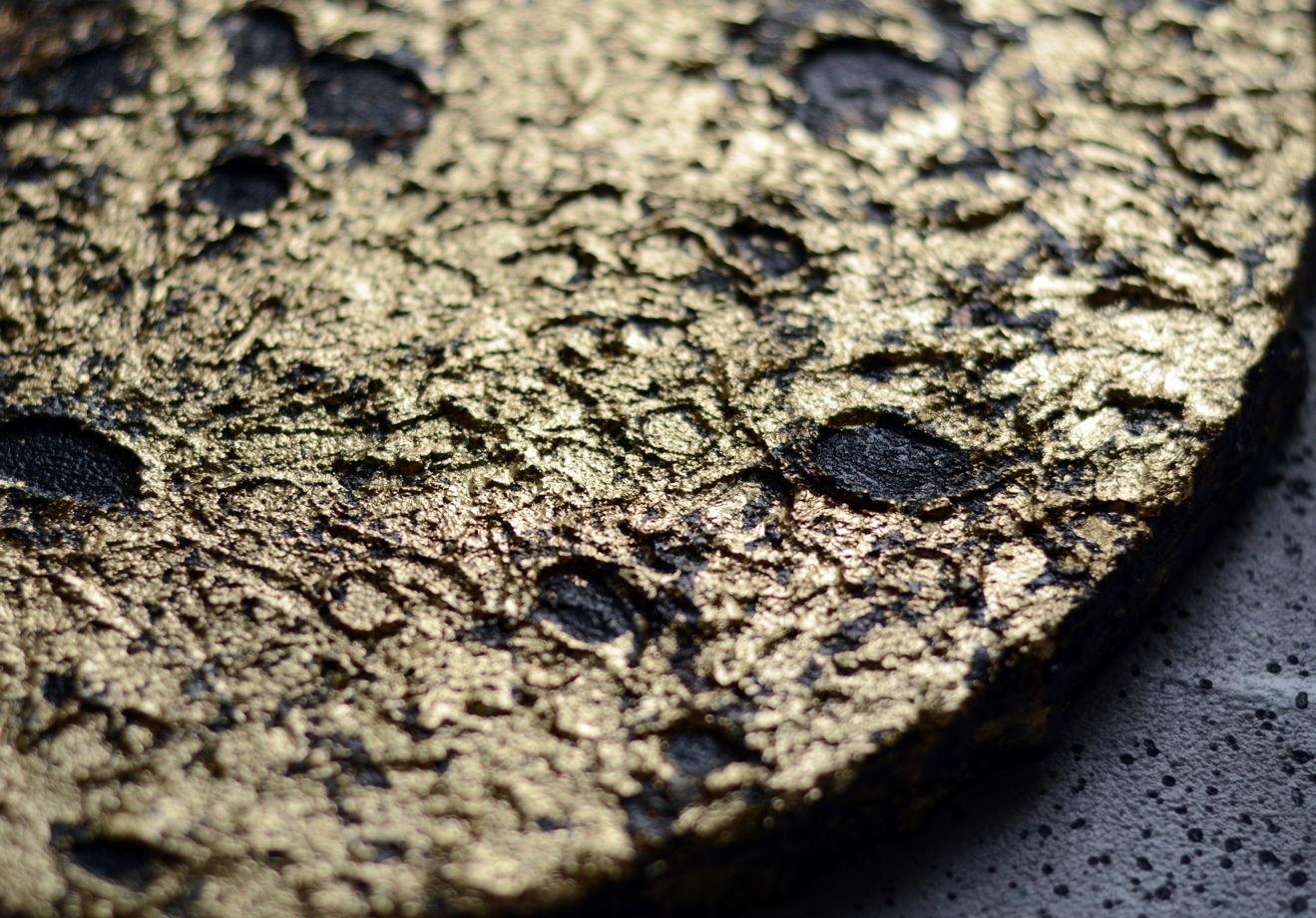 Картина луна для интерьера с золотой поталью