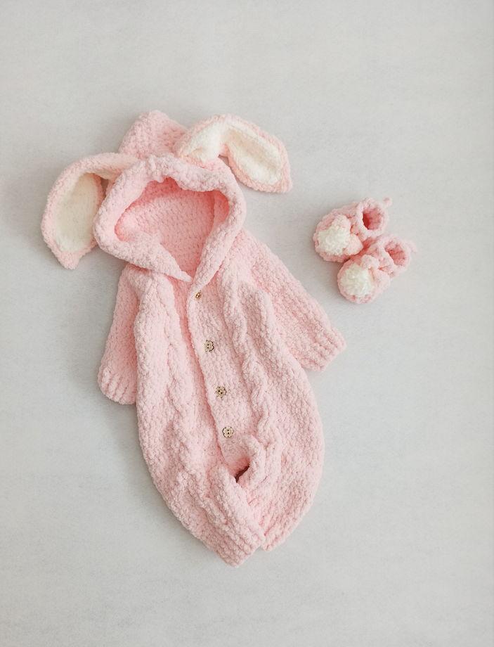 Комплект Зайчик Розовый. Комбинезон, пинетки , игрушка , рукавички и шапочка.