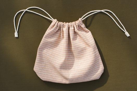 Вместительный пудровый мешочек в полоску. Размер L, хлопок со льном.