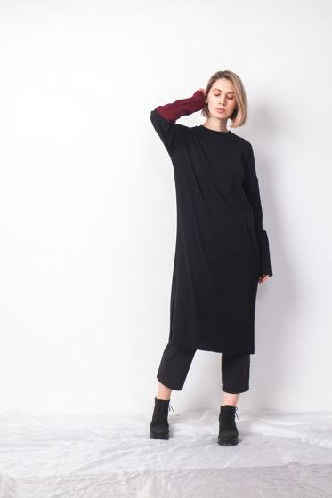 Платье с контрастным рукавом