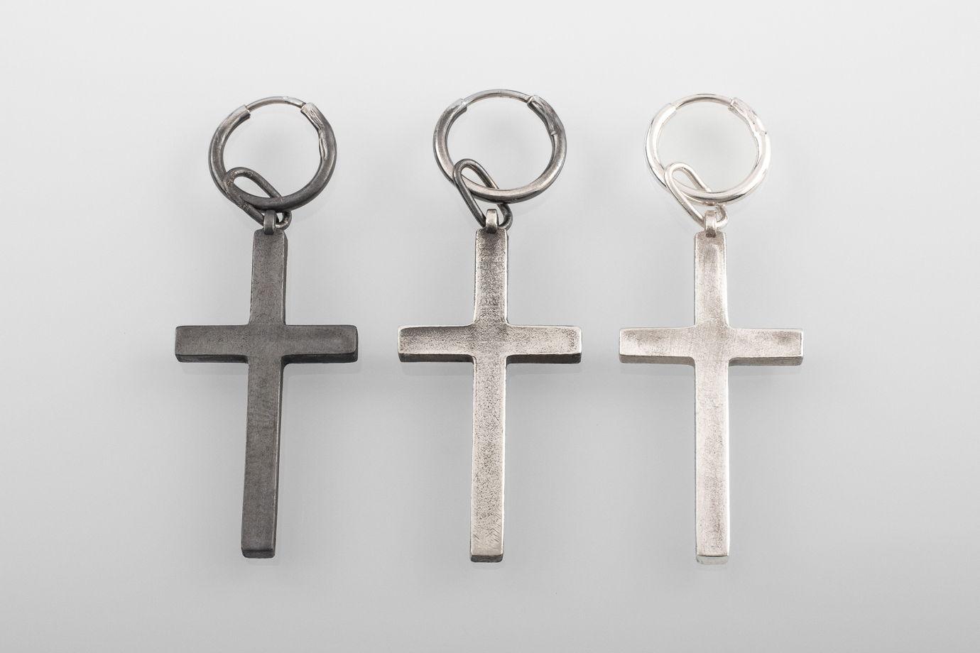 Большая серебряная серьга-крест