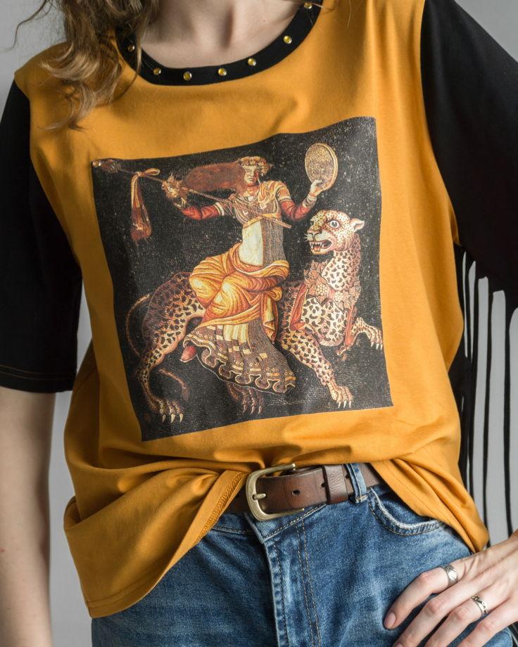 """Женская футболка """"Деонис верхом на партере"""""""