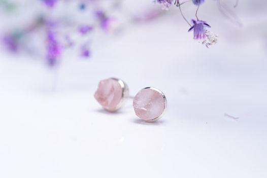 Пуссеты с розовым кварцем неограненным