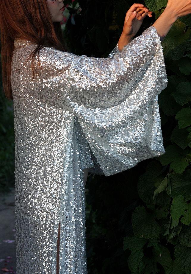 Сияющее длинное кимоно из полупрозрачных пайеток