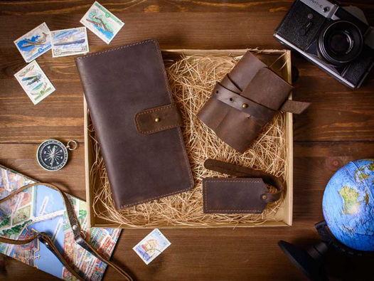 Подарочный набор аксессуаров из кожи -BORN WILD- цвет Шоколад