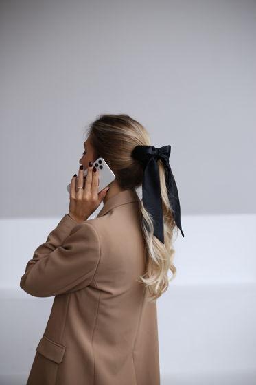 Резинка для волос из натурального шелка с бантом черная
