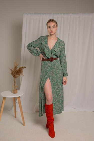 Стильное платье миди с лёгким цветочным принтом, мягким воланом на груди и элегантной пуговичкой в виде розы из 100% вискозы