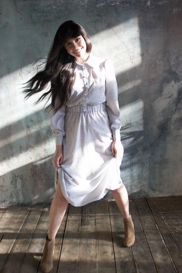 Нежное белое платье с принтом