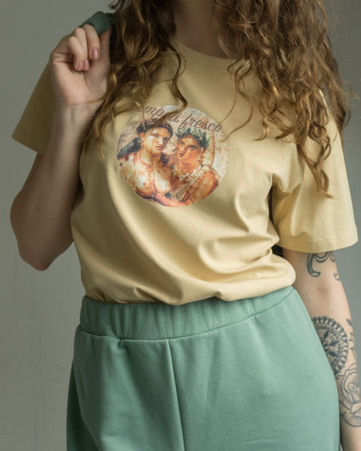 "Женская футболка ""Лови момент"""
