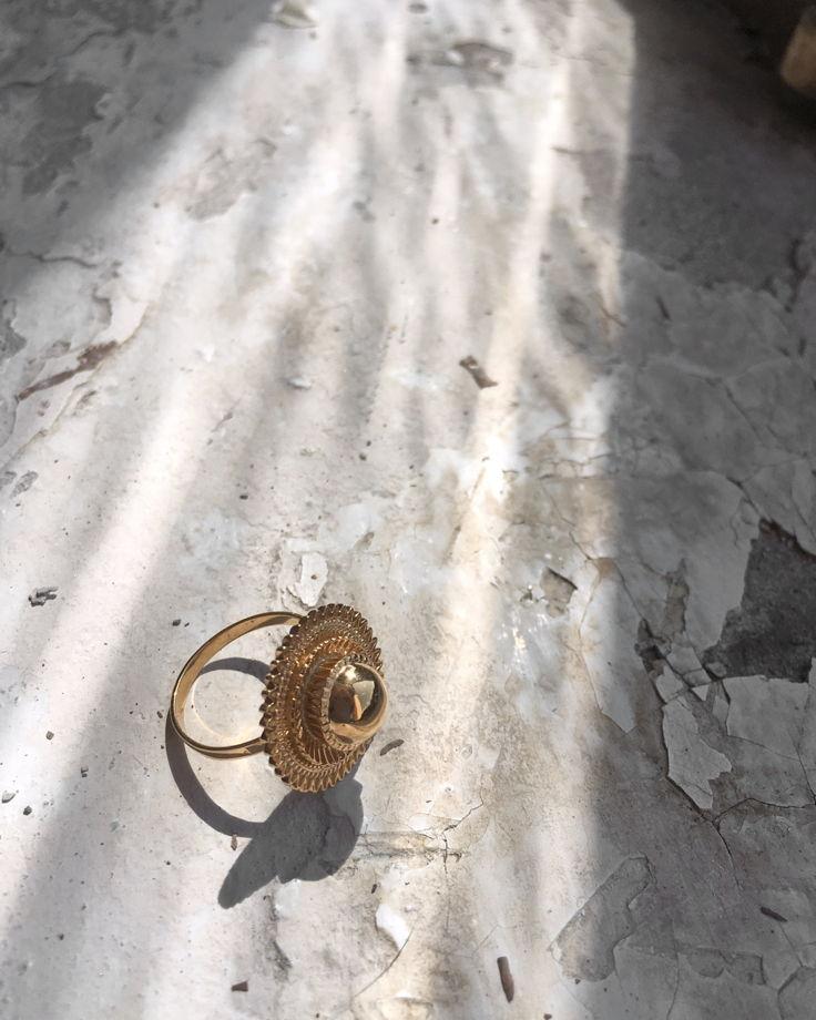 Кольцо t͟s'ehāyi [солнце]