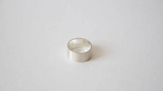 Широкое кольцо ручной работы
