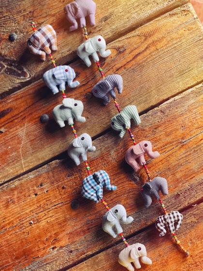 Подвеска из игрушек-слоников