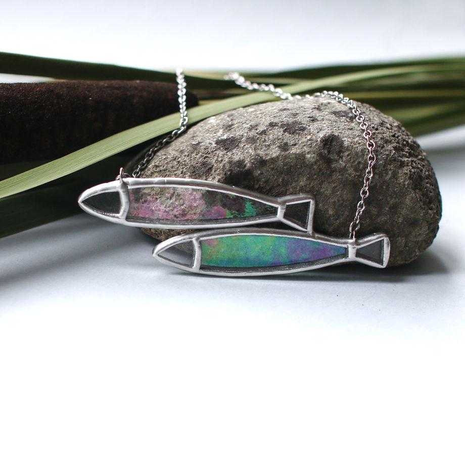 "Кулон ""рыбки"" из декоративного стекла с отливом"