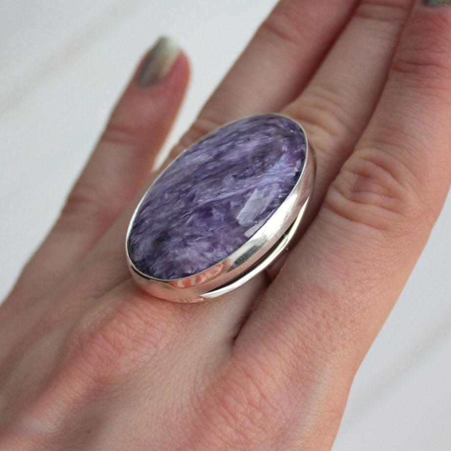 """Кольцо серебряное с природным чароитом """"Луиза"""""""