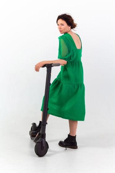 Зеленое платье из органзы с вырезом на спине