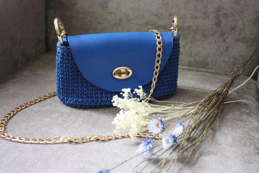 Синяя сумочка на цепочке