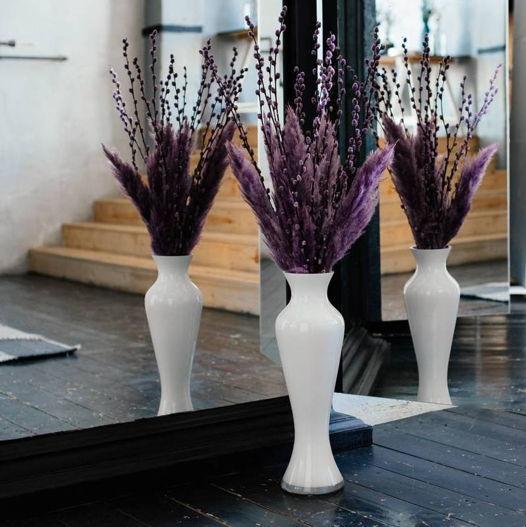Напольная композиция в бело-фиолетовой гамме с вербой