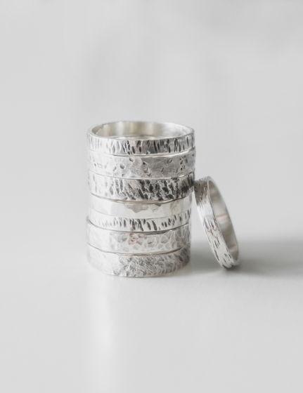 Кольцо с фактурой, обручальные кольца