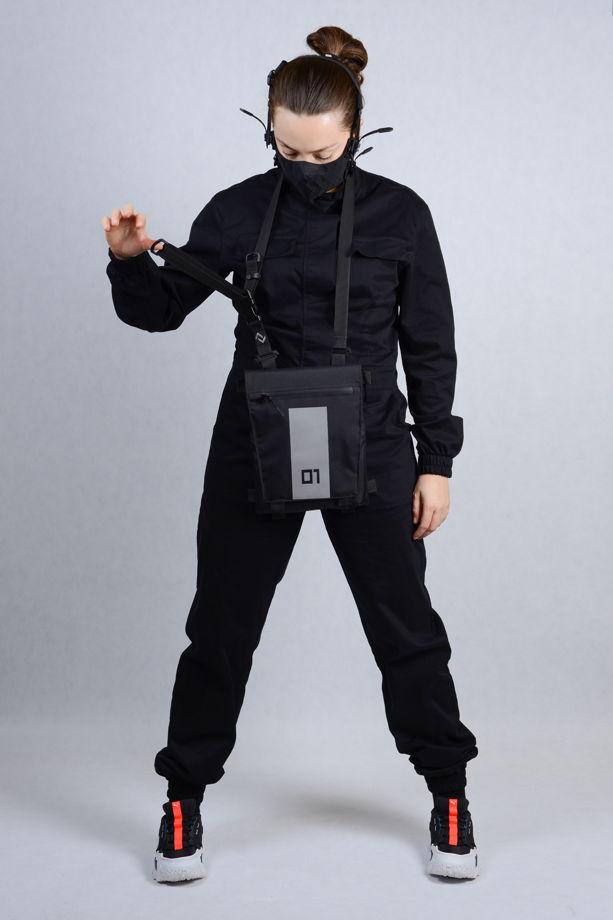 Черная сумка - мессенджер. Сумка через плечо. Светоотражающая сумка со съемным ремнем. / Black crossbody messengerbag