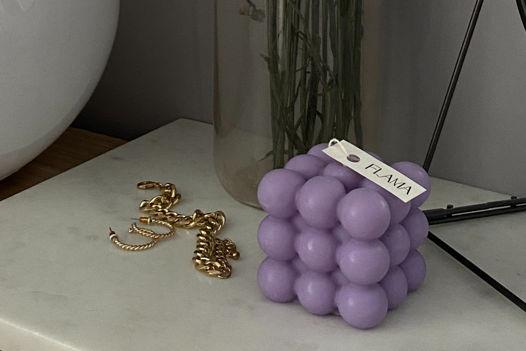 Свеча соевая фиолетовая в форме куба (бабл) для интерьера, подарка и декора дома ручной работы Flama