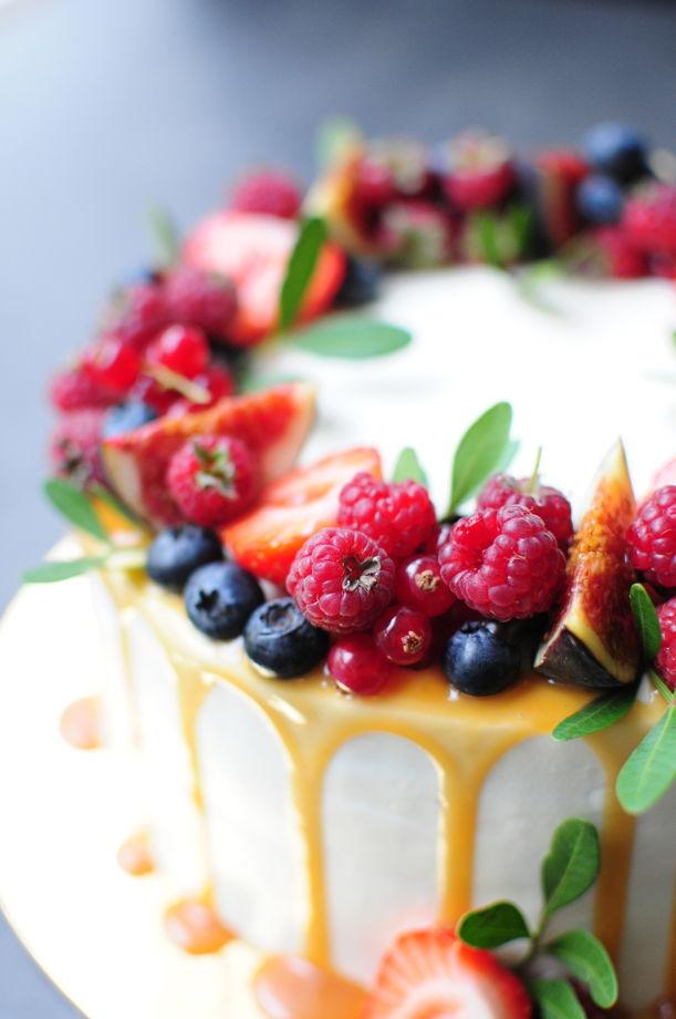 Одноярусный торт - оформление ягодный венок