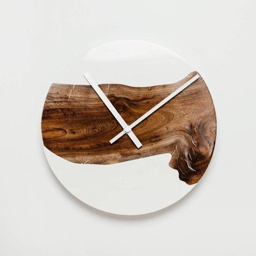 Часы с белой эпоксидной смолой, средние