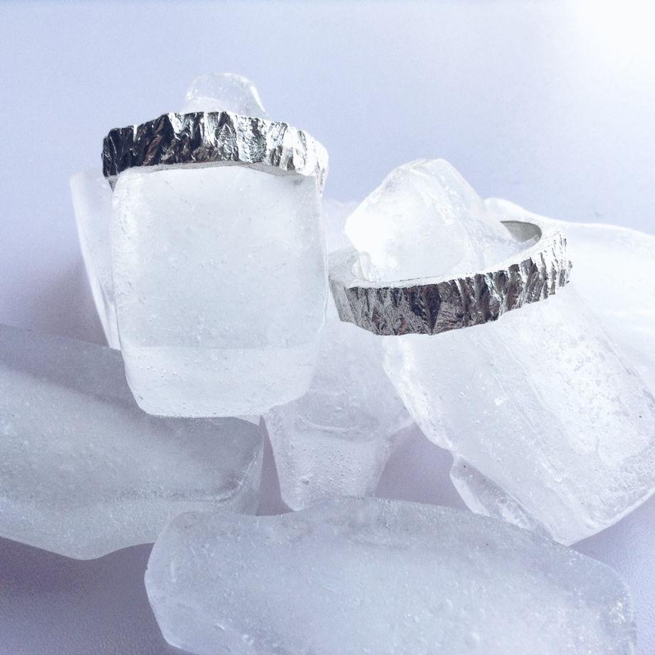"""Кольцо с множеством микрограней """"Кора ледяного дерева"""""""