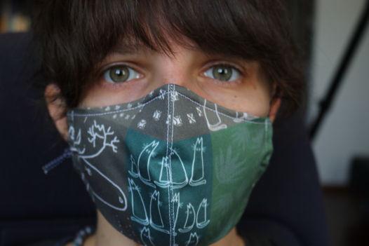 """Защитная многоразовая маска для лица с авторским дизайном """"Зеленый коллаж с лосем"""". Хлопок 100%."""
