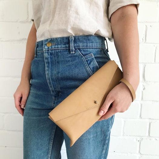 Кожаная сумка клатч/поясная Envelope Nude