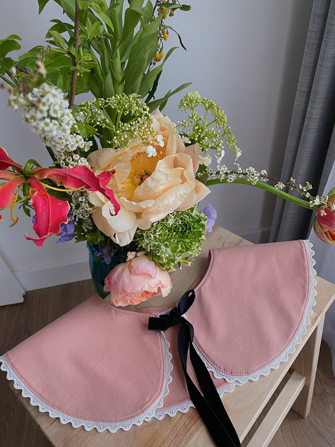 Съёмный воротник с кружевом в розовом цвете