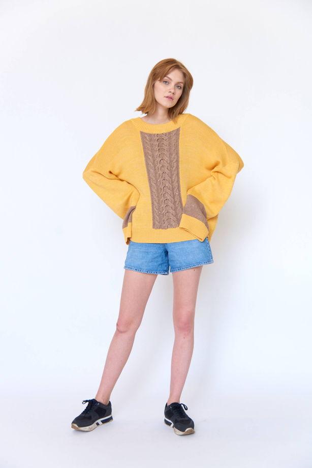 Желтый свитер оверсайз с косой