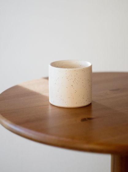 Кофейный стакан в крапинку